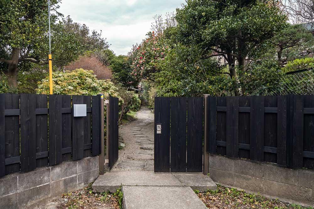 平野邸Hayama入り口